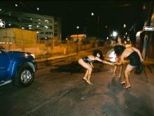 Callejón de Marshall's #1 (2008), C-Print 54 x 66 in. Santurce es ley (2008) - Fotografía por Tristán Reyes