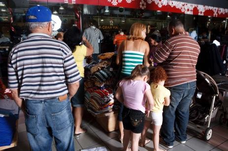 El molero (publicada en 2015) 85 El molero (2009) - Fotografía por Tristán Reyes - Plaza del Caribe (Ponce, PR).