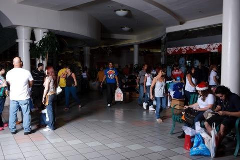 El molero (publicada en 2015) 88 El molero (2009) - Fotografía por Tristán Reyes - Plaza del Caribe (Ponce, PR).