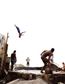 High en La Perla (2006), C-Print 42 x 54 in. Prints available, 3 of 5. Domingueando en La Perla (2006) - Fotografía por Tristán Reyes