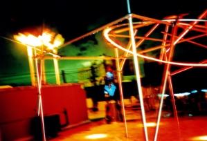 Hula-hoops, C-Print 20 x 30 in. en Mi viejo san juan (2003) - Exhibición fotográfica por Tristán Reyes