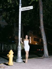 Miss Condado (2008), 54 x 66 in. C- Print Santurce es ley (2008) - Fotografía por Tristán Reyes