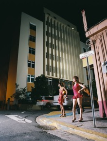Santurce es ley #5 (2008), C- Print 54 x 66 in. Santurce es ley (2008) - Fotografía por Tristán Reyes